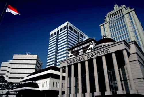 Bagaimana Larangan Menikah Satu Kantor Apakah Boleh Suami Istri Menikah Satu Kantor 01 Mahkamah Konstitusi - Finansialku