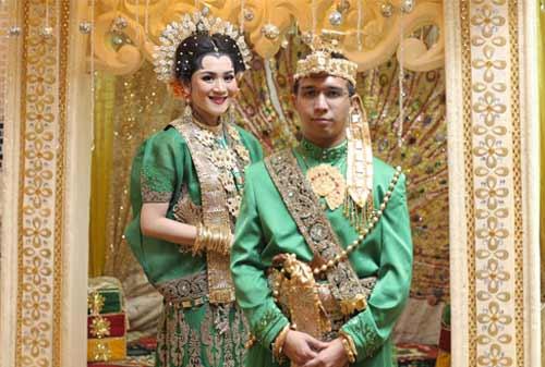 7-Pernikahan-Adat-yang-Paling-Mahal-3-Bugis-Finansialku