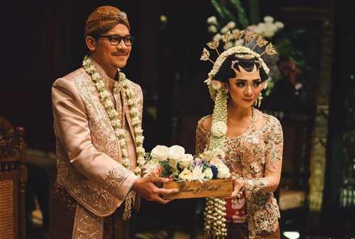 7-Pernikahan-Adat-yang-Paling-Mahal-4-Jawa-Finansialku