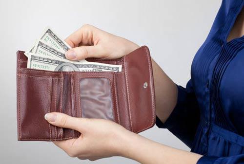 Ibu Rumah Tangga Cobain 8 Cara Menghemat Uang Gaji Suami, Lihat Tantangannya!