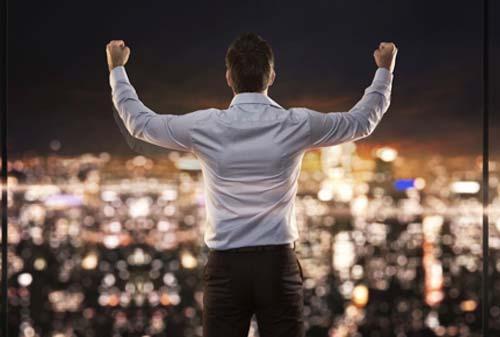 """Apakah Anda Tipe Investor yang Terlalu Percaya Diri? Kenali Gejala """"Overconfidence Bias"""" agar Investasi Anda Aman!"""