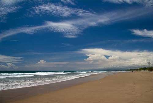 Paket Wisata Bali 22 Pantai Legian - Finansialku