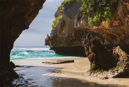 Paket Wisata Bali 24 Pantai Suluban - Finansialku