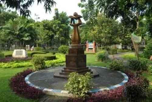 Taman di Surabaya 07 - Taman Prestasi