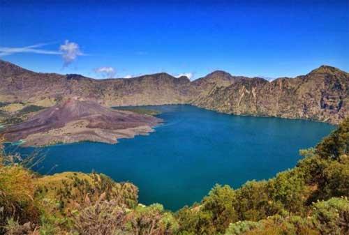 Wisata Lombok 07 Danau Segara Anak - Finansialku