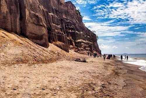 Wisata Lombok 09 Pantai Tebing - Finansialku