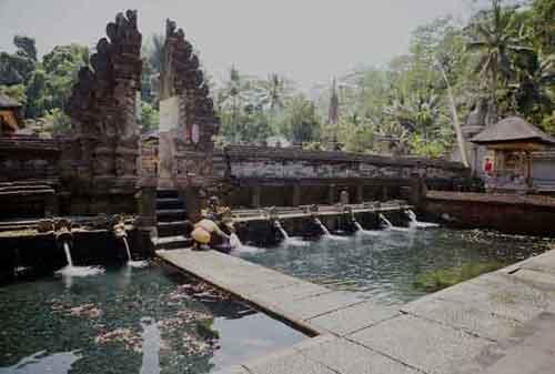 Wisata-di-Bali-13a-Pura-Tirta-Empul---Finansialku