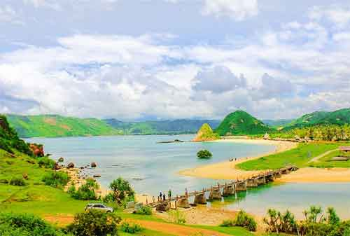 Wisata di Lombok 01 Pantai Seger - Finansialku