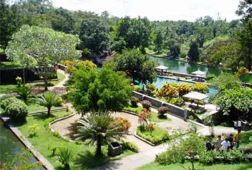 Wisata di Lombok 04 Taman Narmada - Finansialku