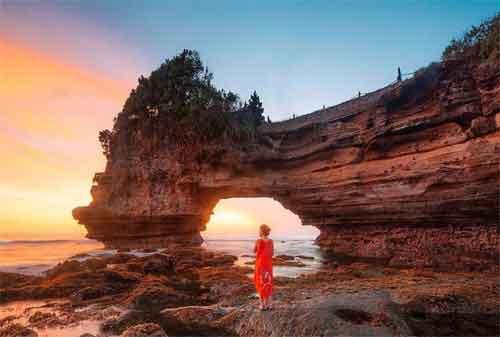 Wisata di Lombok 06 Batu Bolong - Finansialku