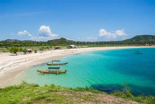 Wisata di Lombok 13 Pantai Tanjung Aan Lombok - Finansialku