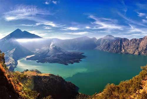 Wisata di Lombok 15 Gunung Rinjani - Finansialku