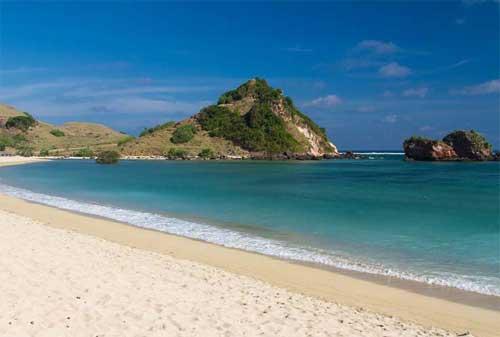Wisata di Lombok 16 Pantai Kuta Lombok - Finansialku