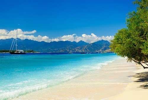 Wisata di Lombok 19 Pantai Senggigi - Finansialku