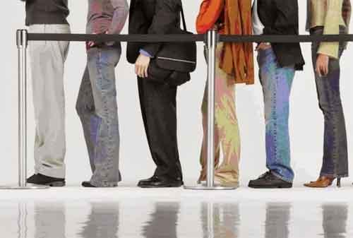 Apa Alasan Orang Rela Antre Untuk Apply Pinjaman KTA ke Bank 01 - Finansialku