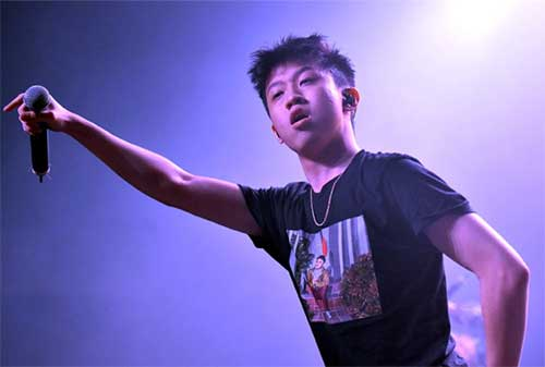 Kisah Sukses Rich Brian, Rapper Indonesia yang Mendunia 05 - Finansialku