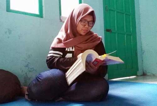 Putri Pekerja Gali Kubur, Inka Lulus ke Fakultas Kedokteran Unpad 01 - Finansialku