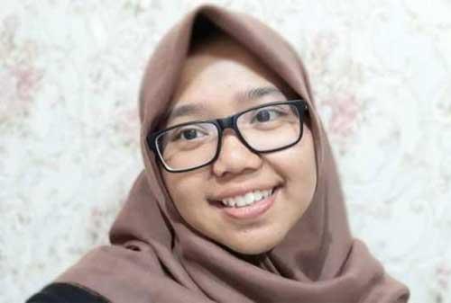 Putri Pekerja Gali Kubur, Inka Lulus ke Fakultas Kedokteran Unpad 02 - Finansialku