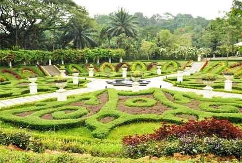 Tempat Wisata di Malaysia 06 Lake Gardens - Finansialku