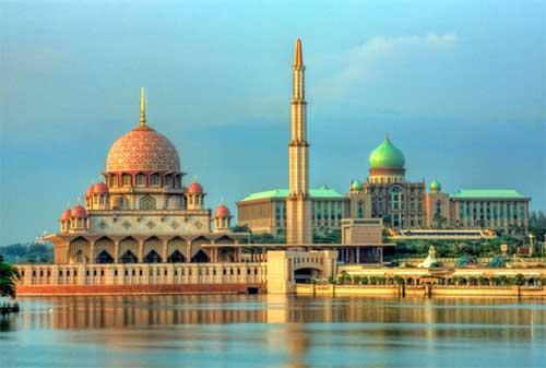Tempat Wisata di Malaysia 32 Masjid Putra - Finansialku