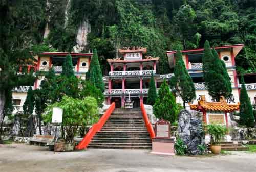 Tempat Wisata di Malaysia 35 Sam Poh Tong - Finansialku