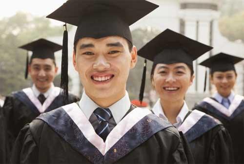 Tetap Kuliah Meski Tak Punya Dana, Ini Cara Cerdas Mencari Uang 02 Mahasiswa Lulus - Finansialku