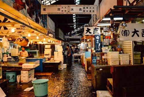 Tsukiji-Fish-Market-8-Finansialku