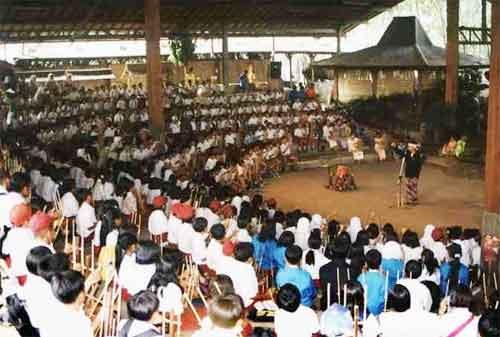 Kisah Sukses Mang Udjo, Pendiri Saung Angklung Udjo 02 - Finansialku