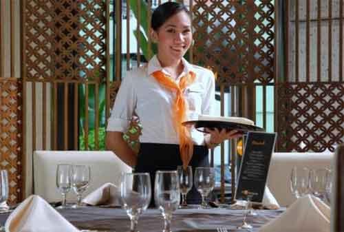 Pekerjaan Di Malam Hari 03 Pelayan Restoran - Finansialku