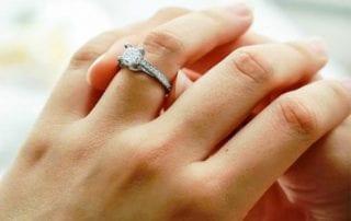 Rahasia-Memilih-Cincin-Tunangan-Terbaik-Bagi-Pasangan-3-Finansialku