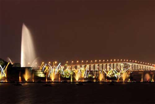 Tempat Wisata di Macau 05 Nam Van Lake Fountain - Finansialku