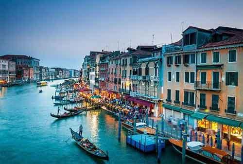 Tempat Wisata yang Akan Hilang Dari Muka Bumi 03 Venice - Finansialku