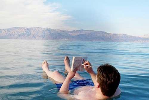 Tempat Wisata yang Akan Hilang Dari Muka Bumi 06 Laut Mati - Finansialku
