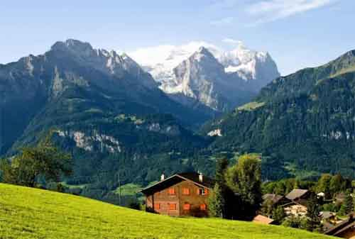 Tempat Wisata yang Akan Hilang Dari Muka Bumi 07 Pegunungan Alpen - Finansialku