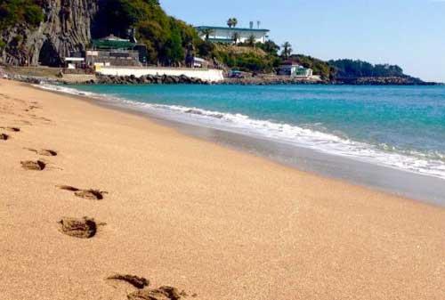 10 Pantai Terbaik Dunia 04 Finansialku