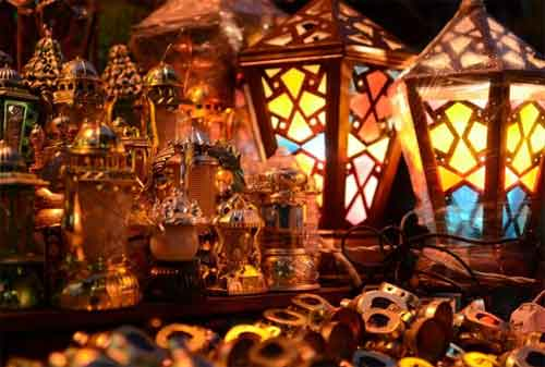 Ramadan di Dunia 04 Lampu Hiasan Ramadan - Finansialku