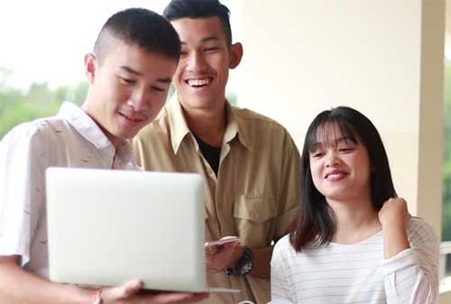 Mau Punya Laptop Baru? Praktikkan Dulu Hidup Sederhana ala Mahasiswa Kost Ini, Guys!