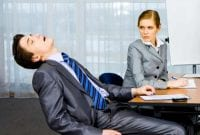 Hindari Kebiasaan Buruk Ini Agar Masa Depan Anda Terselamatkan 1 Finansialku