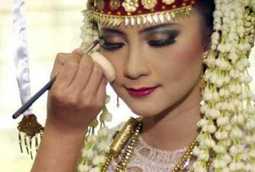 Peluang Usaha Menyambut Hari Kemerdekaan Indonesia 04 Tata Rias MUA - Finansialku