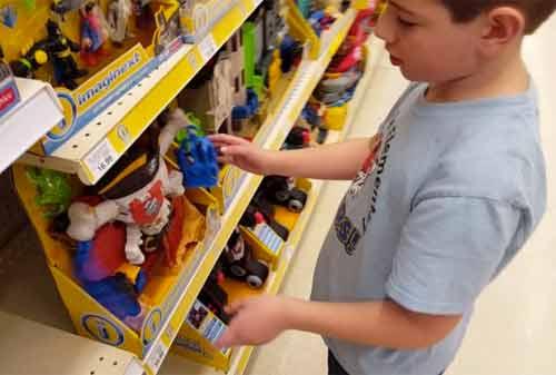 Harus Bagaimana Kalau Anak Minta Mainan Mahal Belikan atau Tidak 1 Finansialku