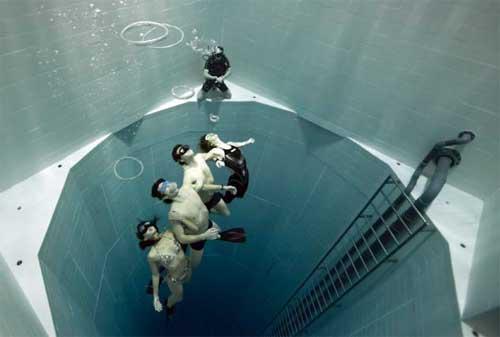 Kolam Renang Termahal di Dunia 05 Nemo 33 - Finansialku