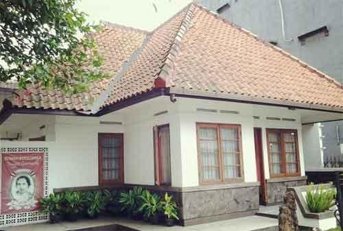 Wisata Sejarah Kemerdekaan Indonesia 10 Rumah Inggit Garnasih - Finansialku