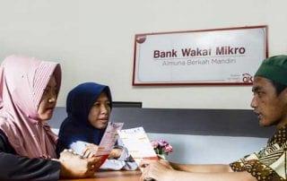 Jokowi Sebarkan Modal Bank Wakaf Mikro 1 Finansialku