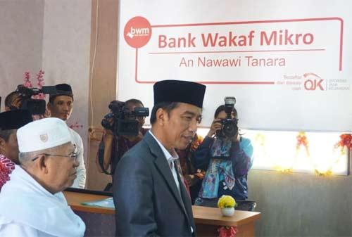 Jokowi Sebarkan Modal Bank Wakaf Mikro 2 Finansialku