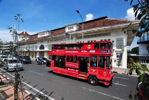 Lakukan Tips Liburan Akhir Pekan yang Menyenangkan Tanpa Boros 03 Keliling Bus - Finansialku