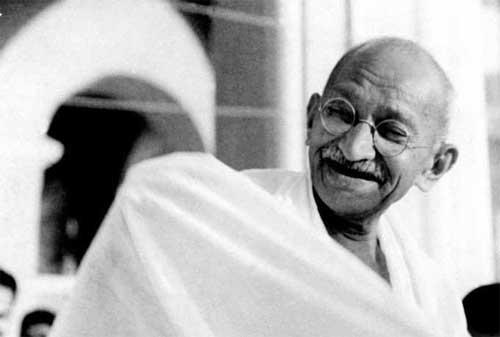 Gaya Kepemimpinan Ala Mahatma Gandhi yang Perlu Anda Tiru 02 - Finansialku