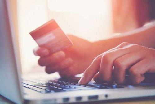 Jangan Disepelekan! Banyak Manfaat Dari Asuransi Kartu Kredit 03 Pemegang Kartu Kredit - Finansialku