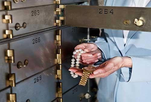 Mahir Keuangan Dari Dongeng dan Cerita Keuangan Emas dan Batu 04 Menyimpan barang berharga - Finansialku