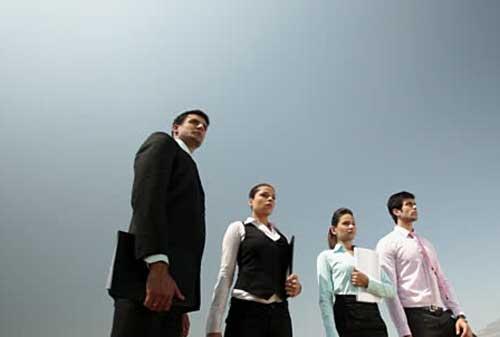 Mengenal Berbagai Teori Kepemimpinan yang Mendunia 01 Karyawan - Finansialku