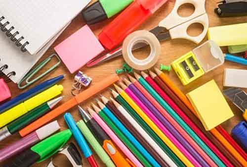 Moms, Dana Pendidikan Itu Penting, Tapi Jangan Boros Dengan 5 Hal Berikut Ya 05 Perlengkapan Sekolah yang Mahal 2 - Finansialku